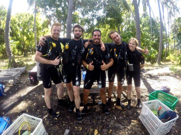 Ecodive Bali Diving - une belle brochette de plongeurs, la bise à vous